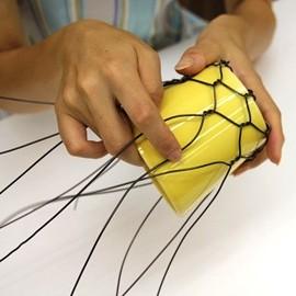ワイヤーを折り曲げる